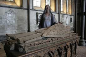 Author Cornelia Funke at the tomb of the real William Longespee, in Salisbury Cathedral. Image: salisburyjournal.co.uk
